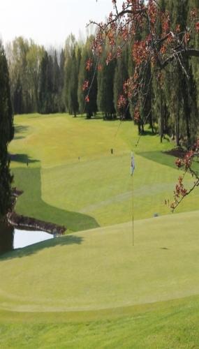 18th hole Victoria Park East Golf Club Guelph